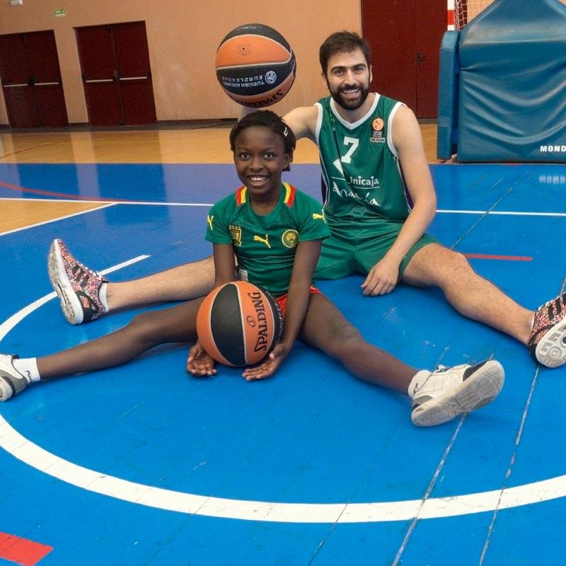 Kostas Vasileiadis apoya a Hogar Abierto
