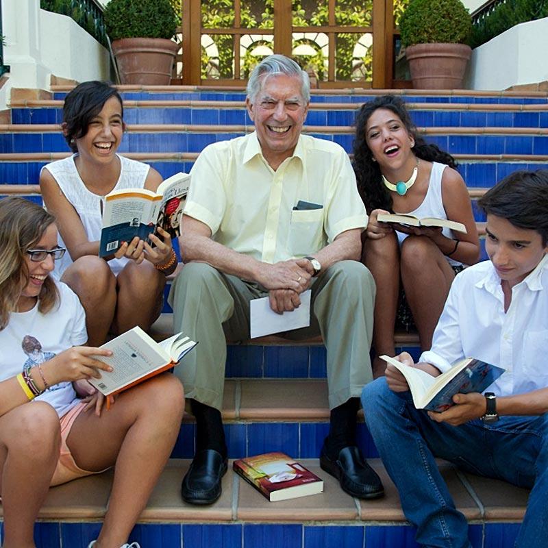 Mario Vargas Llosa apoya a Hogar Abierto