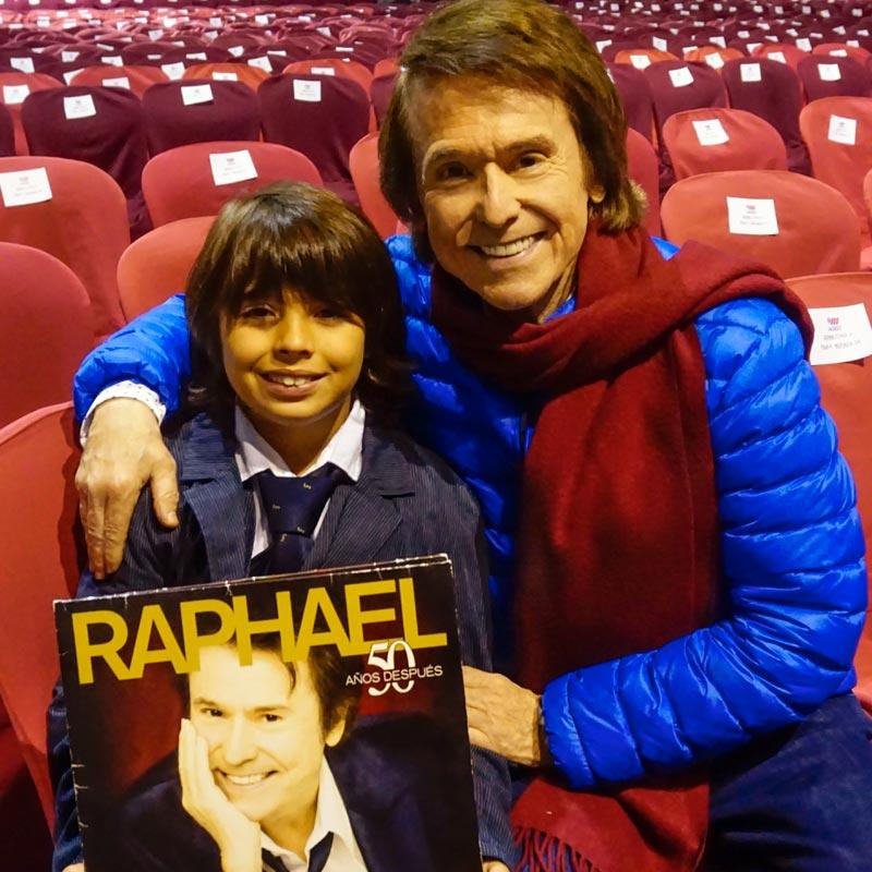 Raphael apoya a Hogar Abierto